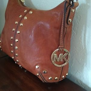 Michael Kors Bags - ❤️PRICE DROP! ❤ Michael Kors Leather Bag